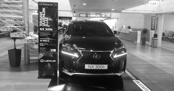 Taevas_web_tehtud_tood_Lexus_NX_lennujaam_s2_v01